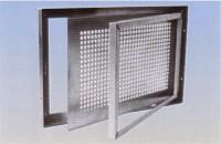 Kovové sklepní okno
